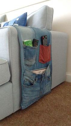 Vaqueros reciclados, convertidos en bolsillos para guardar mandos/control remotos, revistas, pañuelos....