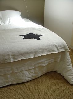 Single large star on white.  Whole cloth type quilting?