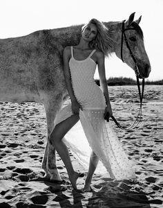 Melissa Tammerijn is a Beach Beauty for Xavi Gordo Shoot in Elle Russia Horse Girl Photography, Equine Photography, Horse Fashion, Fashion Shoot, Vaquera Sexy, Gisele Bündchen, Horse Portrait, Cow Girl, Horse Photos