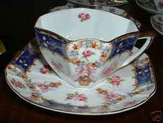 Vintage Ornate Victorian Limoges Fine China 5 Hot Chocolate - Tea Cups and 6 Saucers Marked on the Bottom: Limoges Turn every gathering into a garden party with this Vintage Victoria Tea/Cocoa Set lav