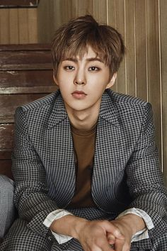 Xiumin 시우민 || Kim Minseok 김민석 || EXO || 1990 || 173cm || Lead Dancer || Lead Vocal