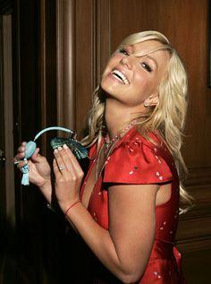 aAfkjfp01fo1i-14835/loc4/_Britney_Spears_Pushes_Her_New_Perfume_2.jpg