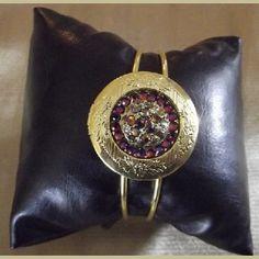 http://aupaysdessenteurs.com/1054-2838-thickbox/bracelet-porte-photo-cristal-de-swarovski-volcano-ajustable-couleur-or.jpg