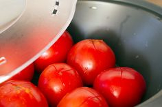 cómo escaldar tomates en la varoma, ideal para hacer luego tomate frito o salsa de tomate