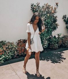 Every girl should have 2-3 brunch dresses in her collection! A brunch dress doubles as a summer dress making any of these a great investment. Whether youre looking for a stunning brunch outfit or a simple summer sundress, you can find a gorgeous collection of summer dresses here #summerdress #brunchdress