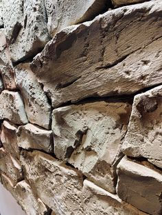Piedra tematizada por Nathan Giffin en la Escuela Intermacional de Tematizadores Estecha Master Class, Rocks, Wood, School, Woodwind Instrument, Timber Wood, Stone, Trees, Batu