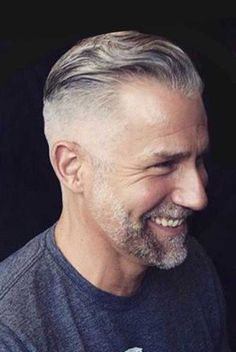 15 pics of older guys hairstyles Smart Hairstyles, Older Mens Hairstyles, Side Swept Hairstyles, Grey Hair Fade, Grey Hair Men, Old Man Pictures, Older Men Haircuts, Slick Back Haircut, Medium Length Wavy Hair