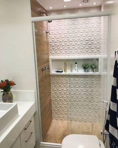 BANHEIROS! 🚽 A inspiração do dia para o banheiro vem de um projeto da @carolinenunesarquitetura que nos deixou encantados. 😍 . . #meuape…