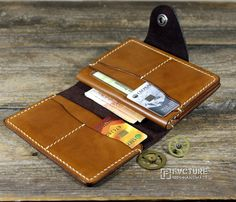 Новости Best Wallet, Pocket Wallet, Diy Leather Passport Holder, How To Make Leather, Leather Wallet Pattern, Leather Portfolio, Passport Wallet, Passport Cover, Gifts For Boss