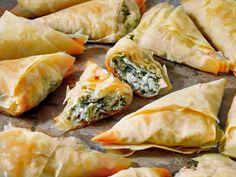 Görög spenótos háromszögpita (szpánákópita) | Kertkonyha - Vegetáriánus receptek képekkel