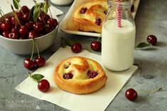 Sünis kanál: Vaníliapudingos-meggyes csiga Camembert Cheese, Pudding, Food, Custard Pudding, Essen, Puddings, Meals, Yemek, Avocado Pudding