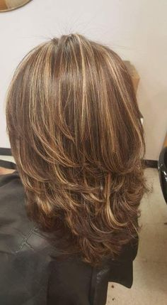 Luscious Layered Haircuts and Hairstyles For Women In 2019 - Page 22 of 26 - Dazhimen Medium Layered Hair, Medium Hair Cuts, Medium Hair Styles, Short Hair Styles, Hair Color And Cut, Pinterest Hair, Layered Haircuts, Great Hair, Hair Highlights