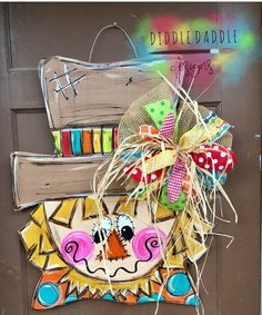 welcome door hanger template for decoration Burlap Door Hangers, Fall Door Hangers, Wooden Hangers, Fall Crafts, Holiday Crafts, Diy And Crafts, Dorm Door Decorations, Fall Decorations, Door Hanger Template