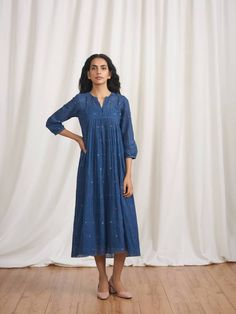 Product Code: Buna's signature silhouette is back in luxurious indigo dyed Jamdani with dainty heart motifs. Indigo Colour, Indigo Dye, Under The Stars, Tiered Dress, Linen Dresses, Blouse Designs, Casual Wear, Cold Shoulder Dress, Couture