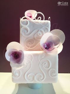 geometric rose - this is the second cake made in wafer paper…