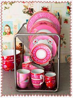 Pip Studio porcelain  Pip servies en behang verkrijbaar bij http://www.juffrouwzonderzorgen.nl