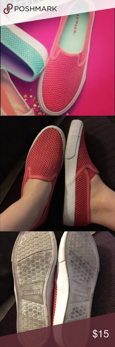 Casual Cool Host PickPink Airwalk slip ons! EUC! Super comfy, size 8.5 Airwalk Shoes Sneakers