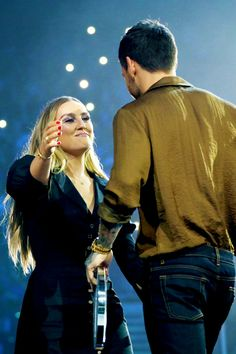 Liam with Perrie Edwards at the Teen awards - Teen Awards, Teen Choice Awards, One Direction Harry, One Direction Photos, Zayn Perrie, Little Mix Style, Litte Mix, His Jeans, Love U Forever