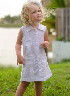 Guayabera  for girls. White. No sleeve Linen. - Baby Girls Guayabera. Linen 100 %Dry Clean for best result.Size from 1T to 16 (Size Runs small) (2T is for 2 years Old girl)The girl in the picture is 2 years old and She is wearing 3/4 T Size)\Available in White and Blue.Availability is subject to change.