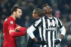 Ma Handonovic tiene in partita l'Inter dopo un numero pazzesco di Pogba, con l'elastico. Afp