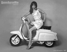 fashion icon Jean Shrimpton poses with Lambretta scooter, Scooter Girl, Moto Scooter, Vespa Girl, Lambretta Scooter, Vespa Scooters, Jean Shrimpton, Top Models, Ducati, Mod Fashion