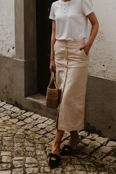 Minimal Outfit Linen Midi Skirt with tea and Natural bag - Suvelle Cuisine