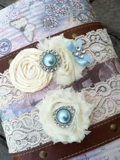 ivory wedding garter / bridal  garter/  lace garter / toss garter / Something BLue wedding garter / vintage inspired lace garter