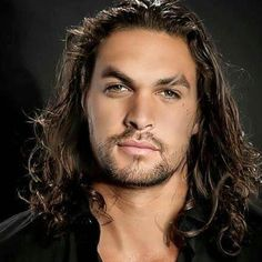 Surprising Facts About Premature Graying Jason Momoa Aquaman, Celebrity Haircuts, Lisa Bonet, Good Looking Men, Celebrity Gossip, Gorgeous Men, Beautiful People, Sexy Men, Hot Men