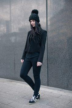 adidas all black gazelle
