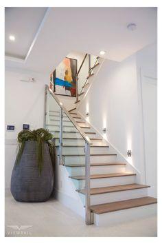 Staircase Glass Design, Modern Staircase Railing, Stair Railing Design, Home Stairs Design, Modern Stairs, Interior Stairs, Staircase Architecture, Glass Stair Railing, Stairs Without Railing
