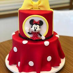 African Wedding Cakes, Artist Cake, Baking Ideas, Cake Ideas, Birthday Cake, Desserts, Instagram, Food, Amazing Cakes