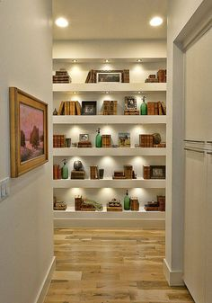 View in gallery elegant-suburban-house-with-exposed-interior-wood-beams-. elegant-suburban-house-with-exposed-interior-wood-beams- Flur Design, Hall Design, Design Hall Entrada, Bookcase Lighting, Country Modern Home, Decoration Entree, Suburban House, Regal Design, Bookshelves Built In