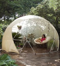 Great Multi-purpose Garden Igloo: What if you could enjoy your garden shed throughout the year? This is the promise made by Garden Igloo. Igloo Dome Garden, multifunctional, versatile and Outdoor Spaces, Outdoor Living, Outdoor Decor, Outdoor Life, Canopy Outdoor, Outdoor Fun, Canopy Cover, Greenhouse Plans, Geodesic Dome Greenhouse