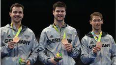 Stolz präsentieren unsere Tischtennis-Herren ihre Bronzemedaille