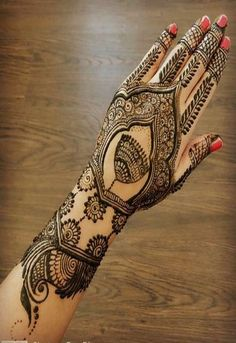 Latest 100 Simple and Easy Mehndi Design For Beginners and Learners Peacock Mehndi Designs, Finger Henna Designs, Mehndi Designs For Beginners, Unique Mehndi Designs, New Bridal Mehndi Designs, Beautiful Henna Designs, Latest Mehndi Designs, Rangoli Designs, Simple Mehndi Patterns