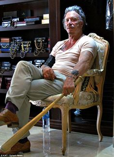 King of the store! The celebrity held on to that bat as he sat in regal splendor on a brocade chair in suit maker Gary Gagossian's shop Famous Celebrities, Celebs, Aesthetics Bodybuilding, The Mick, Mickey Rourke, Star Wars, Old Hollywood Stars, Classic Movie Stars, Celebrity Portraits