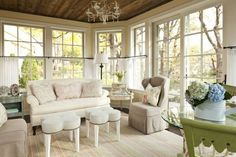 Shaby chic cottage style sunroom