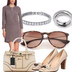 Questo abito in pura seta, semplicissimo con applicazione è perfetto da indossare nel tardo pomeriggio. Gli accessori color cipria illuminano il tutto.