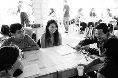 CONVENCER A LAS PERSONAS SOBRE SU IDEA Creando una propuesta de valor, teniendo en cuenta a quienes se necesita para el desarrollo del proyecto y como convencerlos para que brinden soporte. #EmprendeLab #SesionIV
