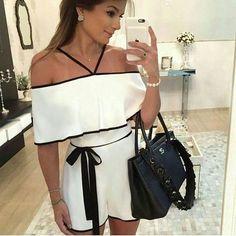 Quer arrasar nesse fim de ano com muito estilo? Aposte em um lindo macaquinho com ombros de fora e sinta-se perfeita! ❤️Onde encontrar: Bella Moda (Rua Curitiba, 723 - Loja 31 = Centro) #feirashop #lindadefeirashop #moda #modabh #lookdodia #look #modamineira #modaparameninas #style #estilo #trend #tendência #macaquinho #fimdeano #fds #feriado #bh #fashion