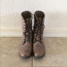 f418ea905ecf76 Steve Madden gray combat boots size 7.5 Super cute combat boots that have  been worn many