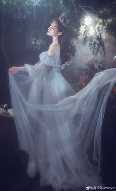 Beauty - Photography, Landscape photography, Photography tips Princess Aesthetic, Aesthetic Girl, Fantasy Photography, Girl Photography, Pretty Dresses, Beautiful Dresses, Fantasy Dress, Quinceanera Dresses, Ulzzang Girl