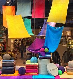 WEBSTA @ johnmichael410 - #TBT A colorful towel window I did a few years ago for #gracioushomenyc #windowdisplay #visualmerchandising #towels #color #abyss #abysstowels