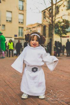 Kids - Carnestoltes - Portrait - Nens - Disguise - Leia http://instantsordinaris.tumblr.com