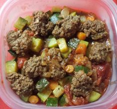 Ground beef, Zucchini, Carrots, Peppers, and Tomatoes= One Pot Beef & Vegetable Dinner