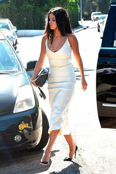 Selena Gomez, atriz e cantora, arrasa com seu estilo Moderno e Sensual. Nas suas aparições durante o dia, seus looks são modernos e ousados, sempre se...