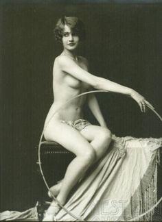 Barbara Stanwyck (aka Ruby Stevens) performed in the Ziegfeld Follies 1922