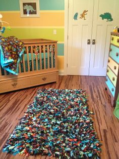 Repurposed T-Shirt Rag Rug...can't wait to make one for my boy's room.