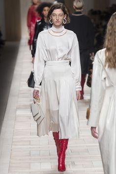 Fendi Fall 2017 Ready-to-Wear Fashion Show - Amber Witcomb