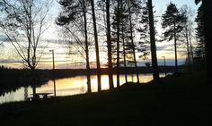 Auringonlasku keväällä 2015 meidän pihasta :)